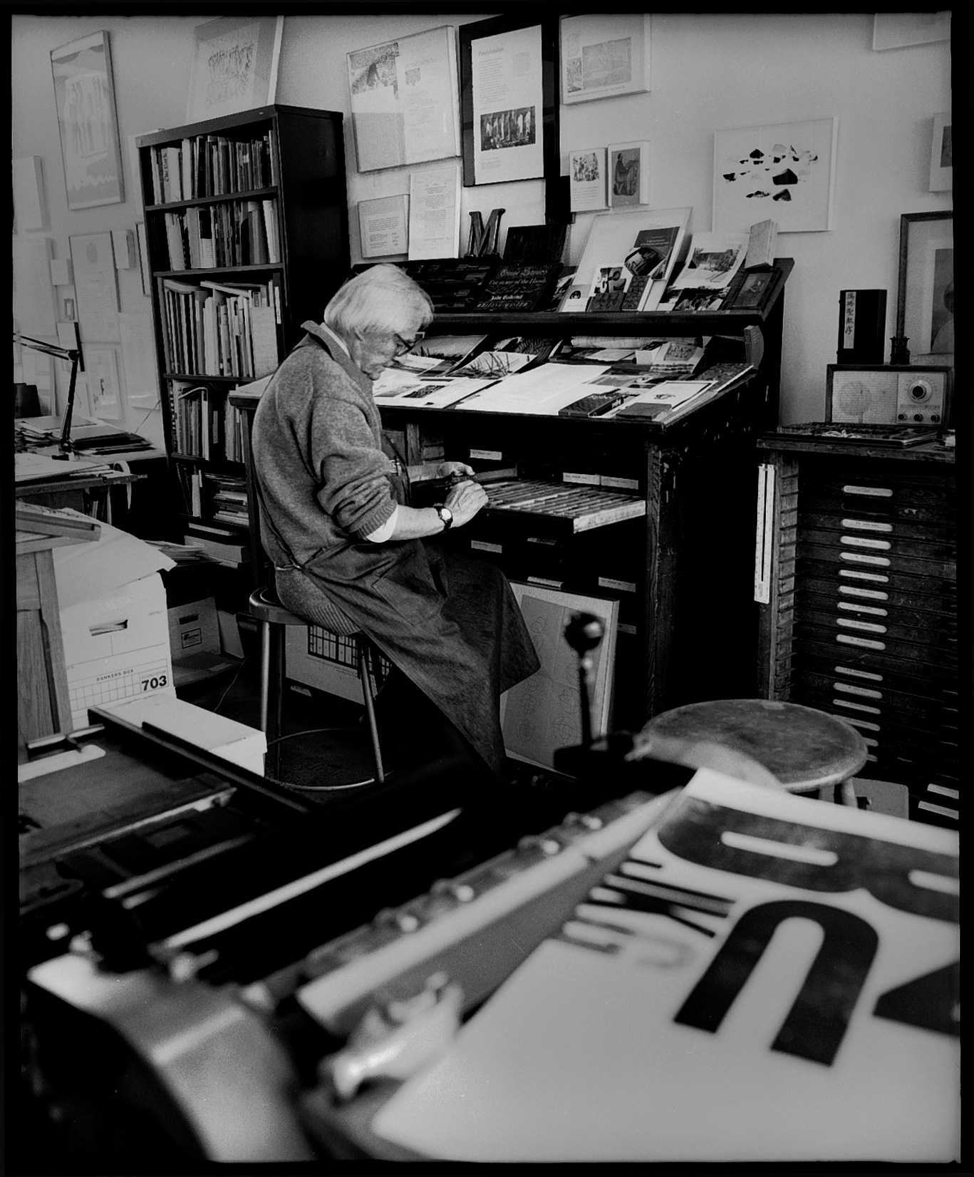 Stauffacher composing type at Greenwood Press. Photo: Dennis Letbetter, 1999.